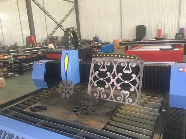 Automatska naprava za rezanje cijevi za svjetlosne cijevi